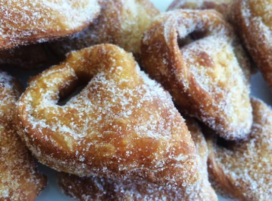 Tortellacci fritti con crema e zucchero